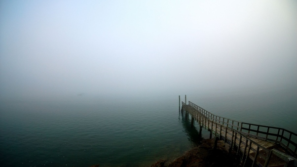 pier_lake_descent_uncertainty_fog_60618_3840x2160.jpg